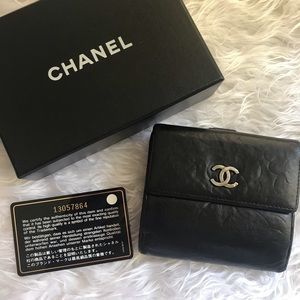 ❤️ CLASSY ❤️ Authentic CHANEL Wallet w/ Box